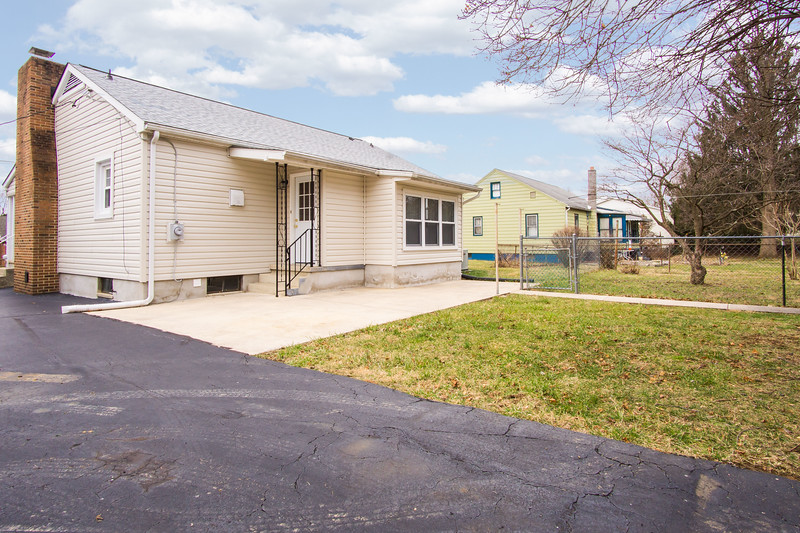 10911 Lincoln Ave-2427