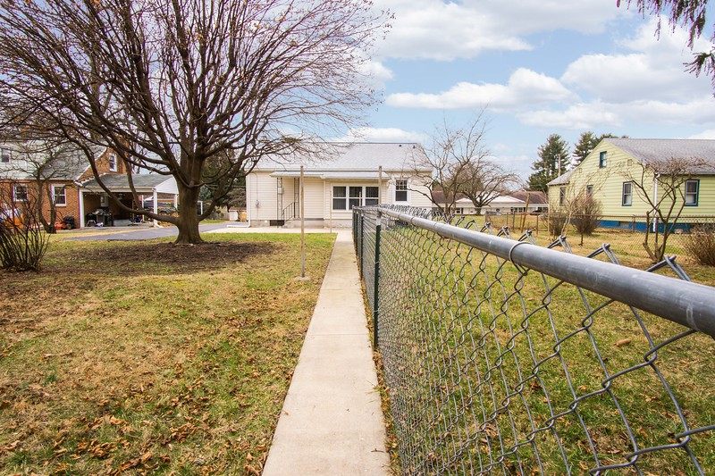 10911 Lincoln Ave-2431
