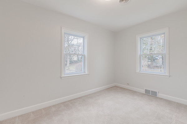 10911 Lincoln Ave-2440