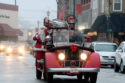 Santa comes down Jefferson Avenue in Effingham to kick off Hometown Christmas Saturday afternoon isponsored by the Downtown Effingham Business Group.  Chet Piotrowski Jr. photo/Piotrowski Studios