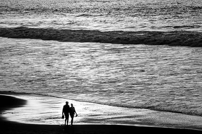 Beach_Walkers_B&W_KKD9100