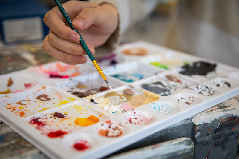 Students work in an arts paint studio in the Center for the Arts in October 2019. <br /> <br /> Photographer: Meredith Forrest Kulwicki