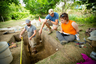 Archaeology and anthropology students digging at a site in West Seneca  Photographer: Douglas Levere