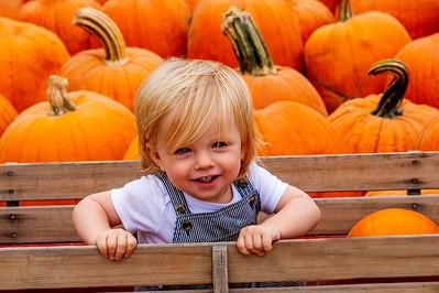 Elias_&_Pumpkins_2_DAK5741