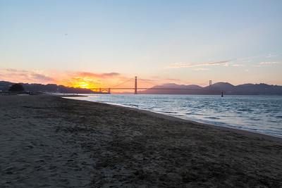 Sunset. Golden Gate Bridge. Crissy Field - San Francisco, CA