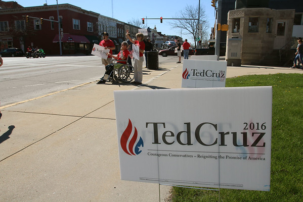 JULIE CROTHERS BEER | THE GOSHEN NEWS<br /> About a dozen area residents held signs and rallied outside the Elkhart County Courthouse Saturday in support of Ted Cruz, Republican candidate for president of the United States. Pam Rothi, local volunteer chairperson for the campaign, said Cruz opened an office in Mishawaka Saturday.