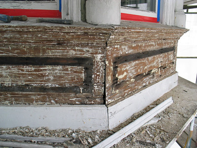 The mid-level bay panels were in very poor condition.