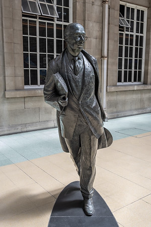 Philip Larkin in Bronze by Martin Jennings - Hull Railway Station East Yorkshire UK 2020
