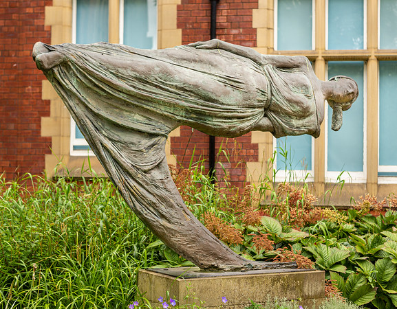 Spirit of Enterprise Sculpture at Leeds University - William Chattaway 1958 2019