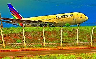 Avião abandonado no Aeroporto de Brasília