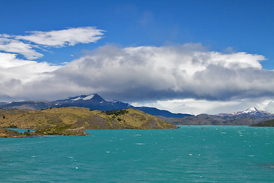 Pehoe Lake, Torres del Paine National Park, Chile. February 2011.  Lago Pehoé, Parque Nacional Torres del Paine, Chile. Febrero 2011. [photo © Claudio F. Vidal] - http://www.fsexpeditions.com