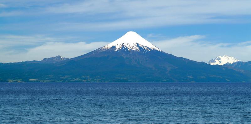 Vista del Volcan Osorno desde Frutillar