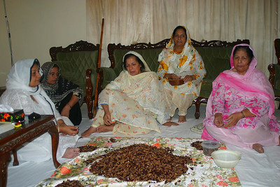 Mummy and aunties praying