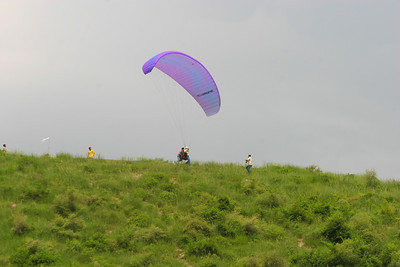 Dave takes off.  He got Adils cool glider.  much newer and better performance.