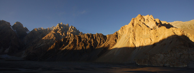 Sunset on our arrival to Passu.