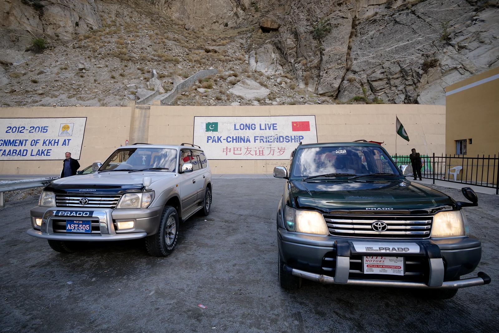 从巴基斯坦吉尔吉特租一辆丰田普拉多