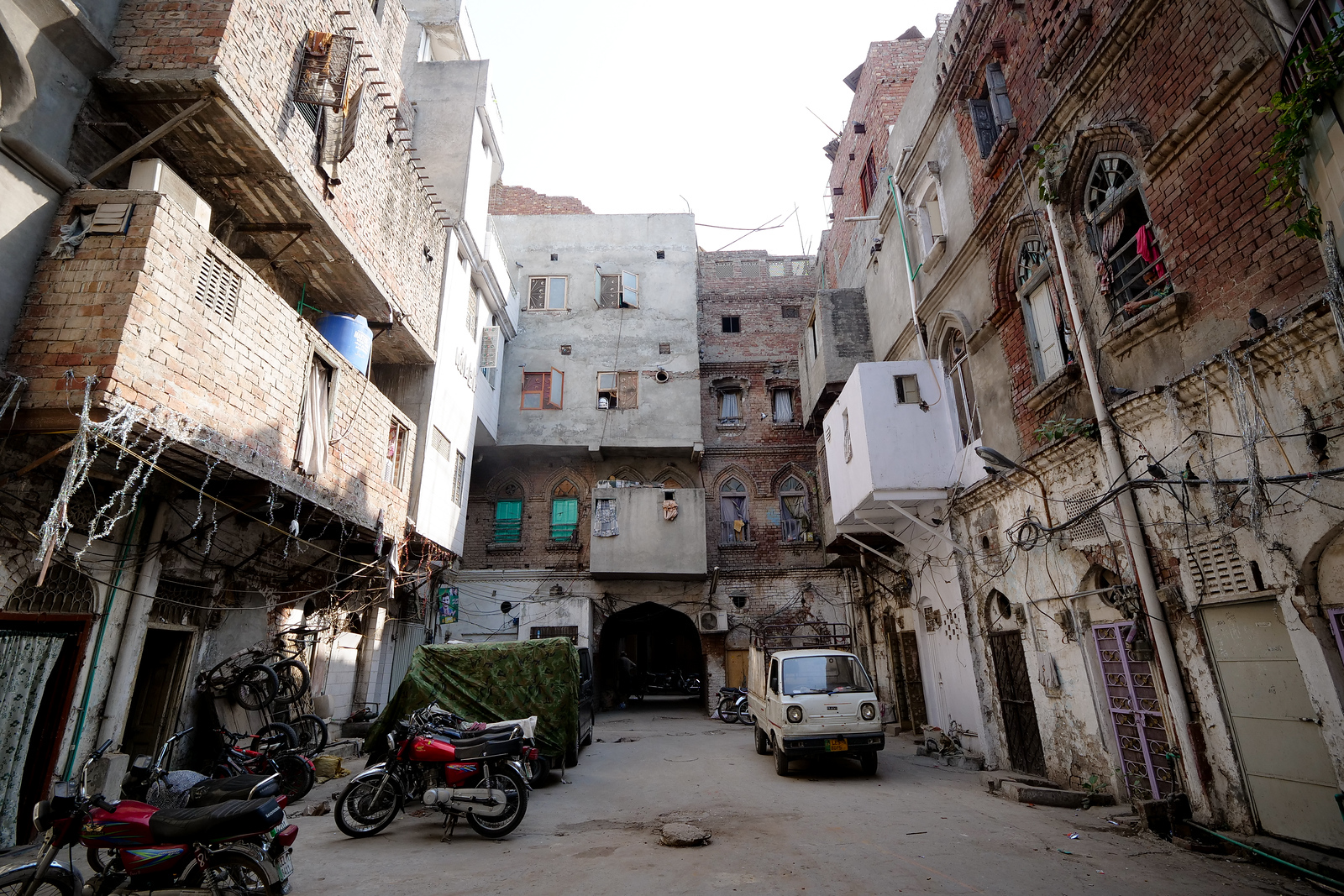 Gawalmandi area is just full of relics like this, a view of an older Lahore.