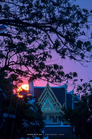 Sunset at Borom Ratchasathit Mahoran Throne Hall and the Dheva Pithak Gate, Grand Palace