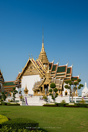 Aphorn Phimok Prasat Pavilion Hall and Dusit Maha Prasat Throne Hall, Grand Palace