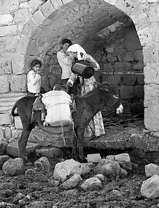 By the well - Laqiya 1982