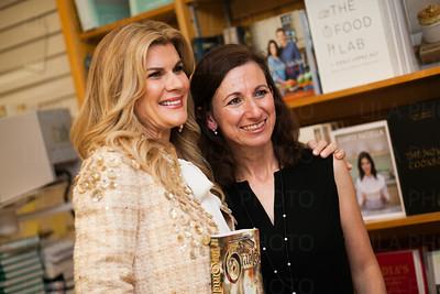 Mia Matthews, Daphne Nikolopoulos