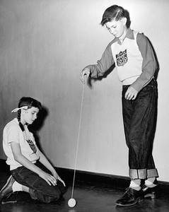 1954 Palo Alto yo-yo champion Ed Nattrass demonstrates his skills to fellow champion Sharon Fuhrman.