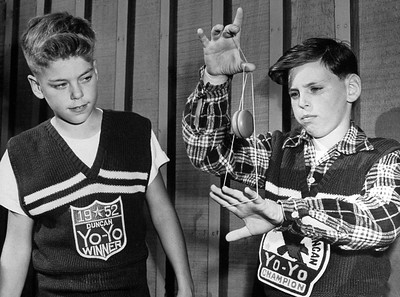 1952 Palo Alto Yo-yo Champion Jack Stone demonstrates his technique to Neill Parkin, third place winner.