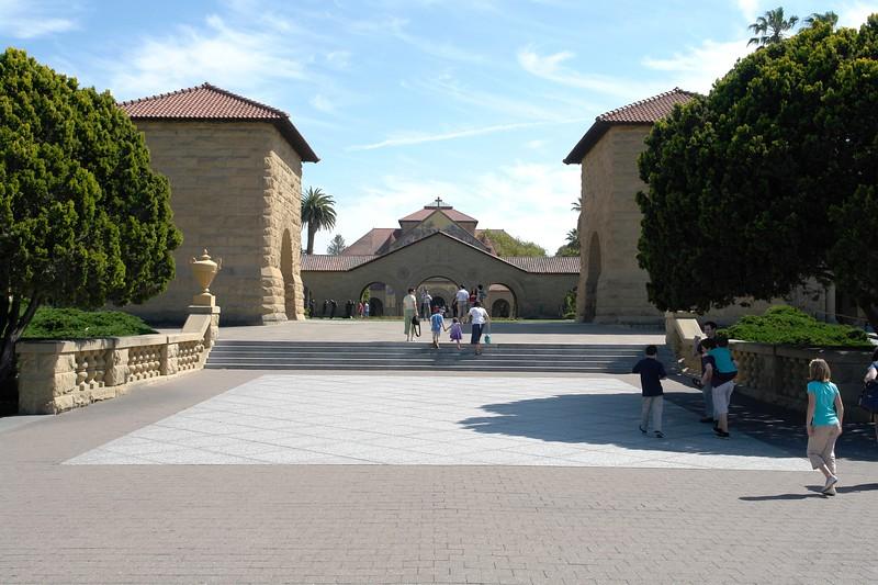 Stanford, Eingang