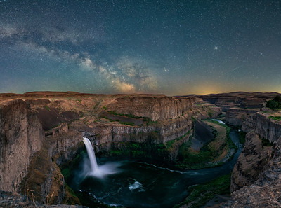 Palouse Falls under the Milky Way