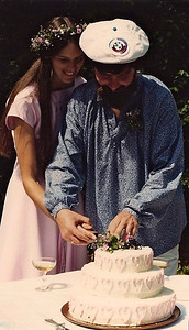 Gail & Kari Prager cut the wedding cake