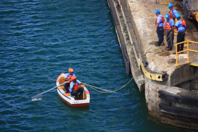 IMG_7660-1RowboatDoodsLineHandlersCanal
