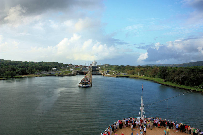 IMG_5268-1Entering Gatun Locks Atlantic side 022509