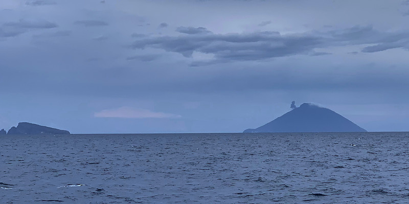 smoke on stromboli seen from panarea