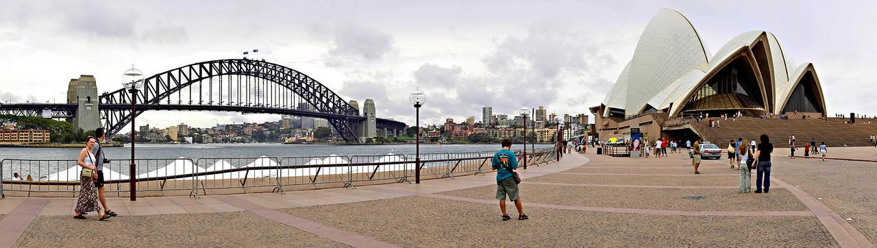 "Circular Quay, Monday January 16th 2006.  To view at full size please click <a href=""http://sydneywebcam.smugmug.com/photos/popup.mg?ImageID=56423180&Size=Original&popUp=1"" target=""_blank""><strong><em>here</em></strong>.</a>"
