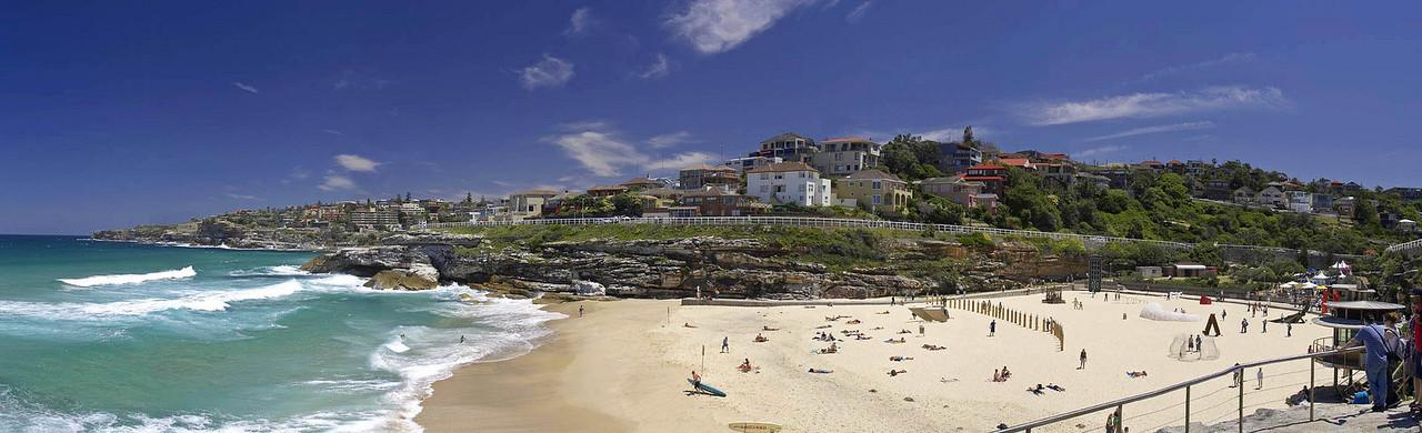 "Tamarama Beach, Sunday November 12th 2006.  To view at full size please click <a href=""http://sydneywebcam.smugmug.com/photos/popup.mg?ImageID=109650910&Size=Original&popUp=1"" target=""_blank""><strong><em>here</em></strong>.</a>"