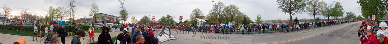 p41-1-p41-8half.jpg  Illinois Marathon 2011 Starting Line