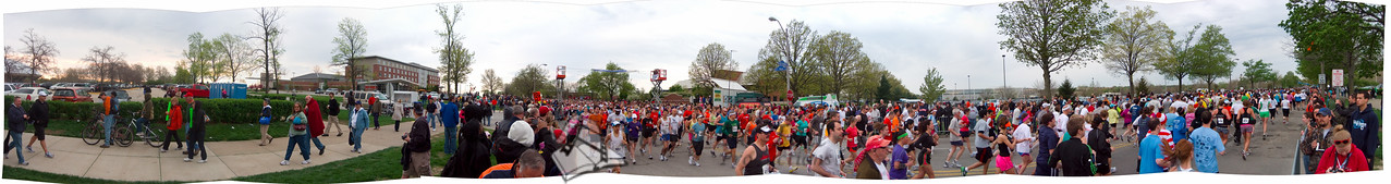 p68-1-p68-8half.jpg  Illinois Marathon 2011 Starting Line