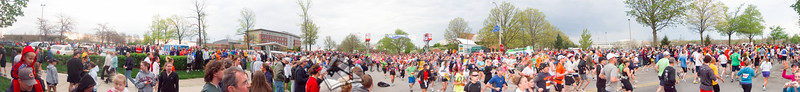p16-1-p16-8half.jpg  Illinois Marathon 2011 Starting Line