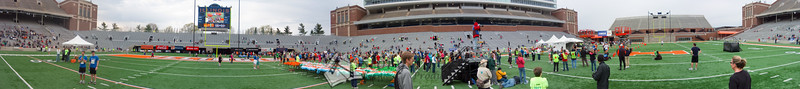 p99-1-p99-8half.jpg  Illinois Marathon 2011 Memorial Stadium Finish Line