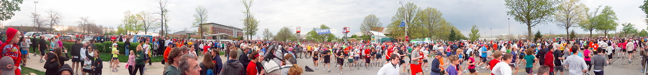 p18-1-p18-8half.jpg  Illinois Marathon 2011 Starting Line