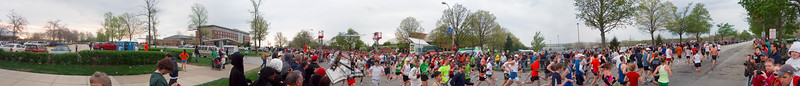p44-1-p44-8half.jpg  Illinois Marathon 2011 Starting Line