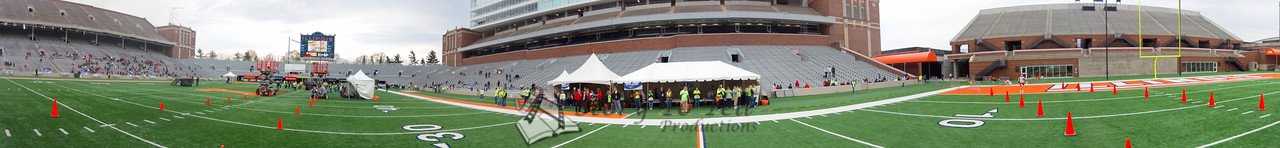 p86-1-p86-8half.jpg  Illinois Marathon 2011 Memorial Stadium Finish Line