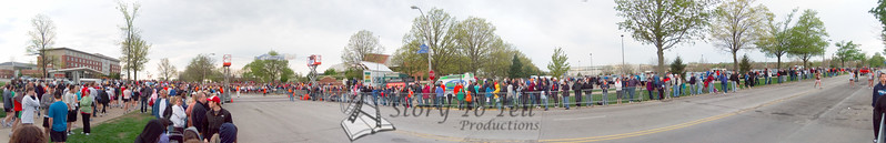 p24-1-p24-8half.jpg  Illinois Marathon 2011 Starting Line
