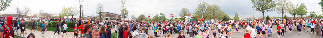 p20-1-p20-8half.jpg  Illinois Marathon 2011 Starting Line