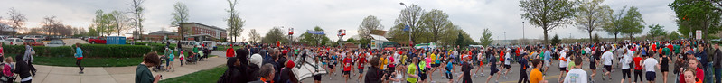 p51-1-p51-8half.jpg  Illinois Marathon 2011 Starting Line