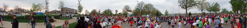 p54-1-p54-8half.jpg  Illinois Marathon 2011 Starting Line