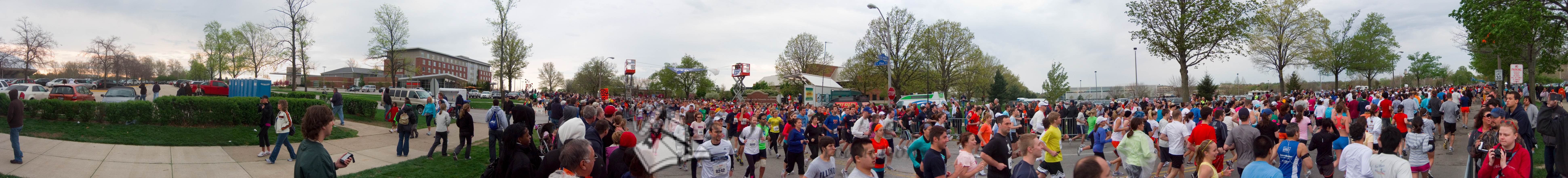 p60-1-p60-8half.jpg  Illinois Marathon 2011 Starting Line