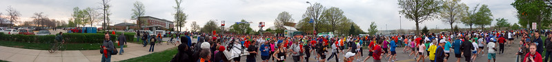 p63-1-p63-8half.jpg  Illinois Marathon 2011 Starting Line