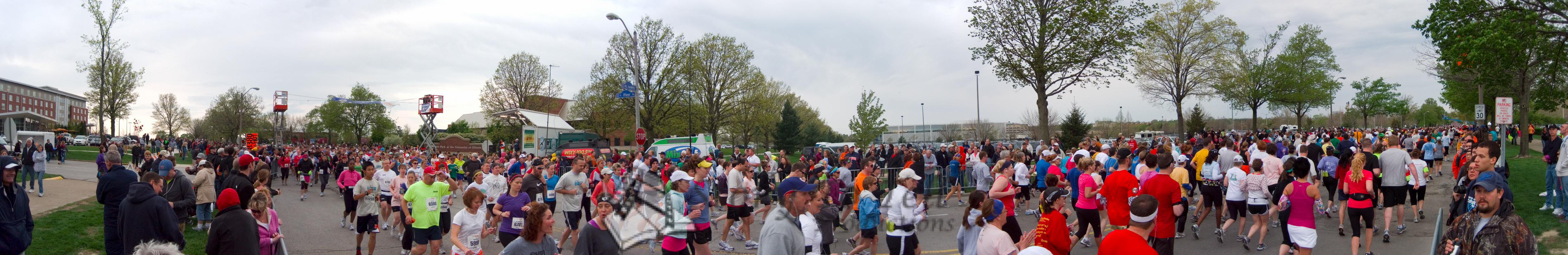 p77-1-p77-8half.jpg  Illinois Marathon 2011 Starting Line