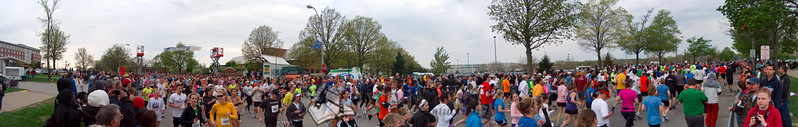 p64-1-p64-8half.jpg  Illinois Marathon 2011 Starting Line